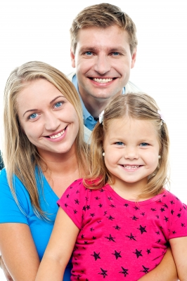 ID-100111855 Parents posing with cute smiling daughter 160815